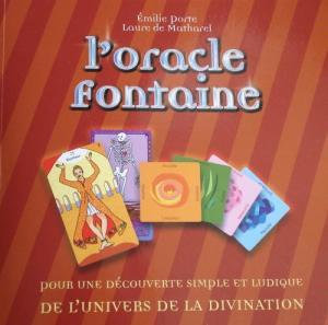 L'Oracle Fontaine se compose de 27 cartes allongées à combiner avec 12 cartes carrées de couleur